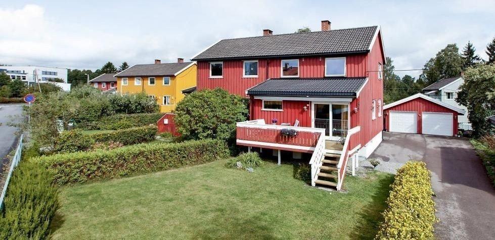 Det var fullt hus under visning av Hellerudfaret 6B. Prisen endte på 5,3 millioner kroner, nesten en million over takst.