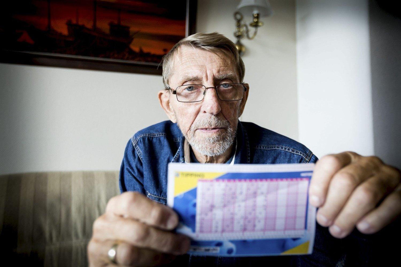TIPPING SOM BINGO? Jan Bergersen vil ikke slutte å tippe, men er svært overrasket over at Norsk Tippings maskiner leser flere tippetegn feil.