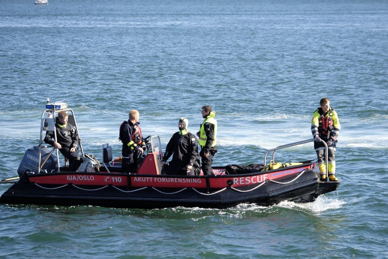SØK: Et stort apparat ble satt i sving for å søke etter en savnet person etter båtulykken ved Gressholmen onsdag.