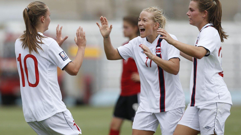 Norges fotballkvinner slo Albania 11-0 borte i lørdagens VM-kvalifisering og er klar for sluttspillet i Canada sommeren 2015.