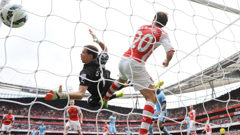 SLITER PÅ DØDBALL: Martin Demichelis fikk gå opp ganske uforstyrret og heade inn 2-2 for Manchester City. Kasper Wikestad mener Wenger bør revurdere sonemarkeringen på defensiv dødball.