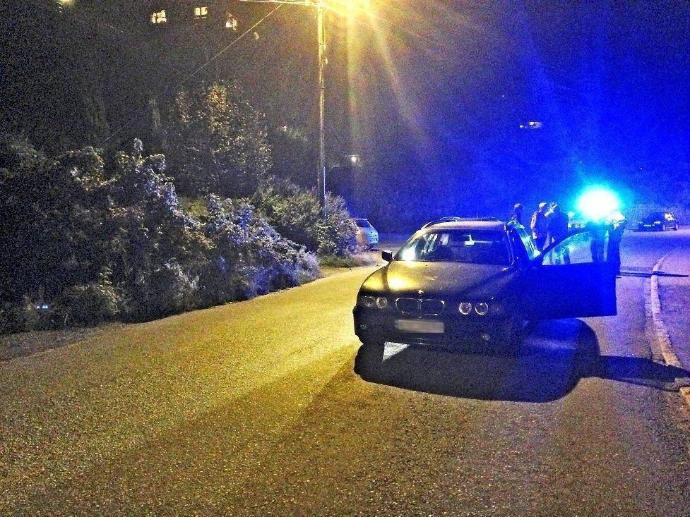 Den unge kvinnelige bilføreren ble stoppet av vitner i Fana.