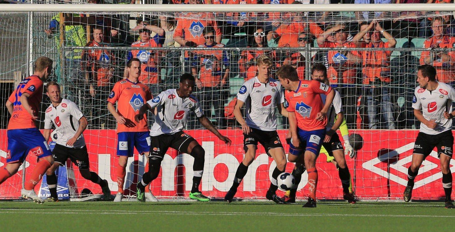ETT POENG: Songdal klarte kun ett poeng hjemme mot Aalesund og ligger fortsatt på nedrykksplass.