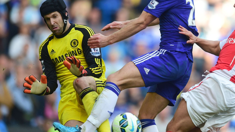 Chelsea-keeper Petr Cech innrømmer at han må se seg om etter en ny arbeidsgiver dersom tilværelsen som benkesliter i London-klubben fortsetter.