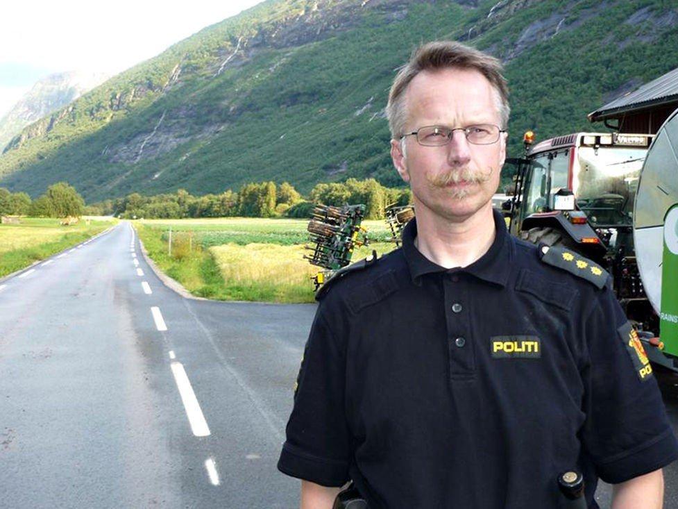 Politibetjent Ingar Solberg i Sunndal lensmannskontor ber om tips fra publikum.