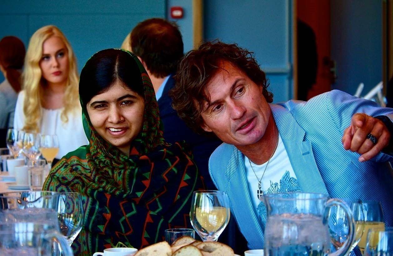 Petter Stordalen og Malala under lunsjen i Oslo i sommer. - At hun ønsker å bidra til å forandre fremtiden til mange unge jenter. Rett og slett imponerende, sier Stordalen.
