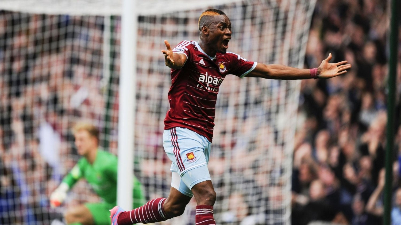 SCORINGSKONGE: Her har Diafra Sakho scoret matchvinnermålet mot Manchester City.