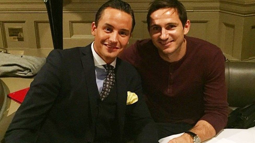 Audun Sørseth (til venstre) hadde en hyggelig aften sammen med fotballproff Frank Lampard fredag kveld.