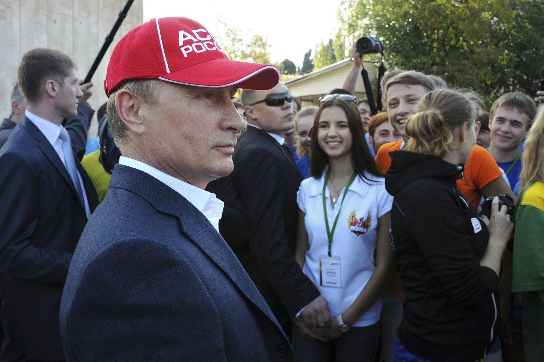POPULÆR: Vladimir Putin sier det de fleste russere mener, sier kommentator Marc Champion. Her er Putin fotografert mens han gjestet en konkurranse organisert av Studentenes idrettsforbund i Sotsji denne uken.