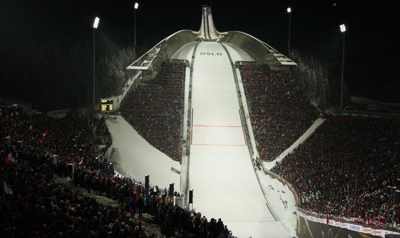 Slik så det ut i Holmenkollen like før hopprennet under Ski-VM i 2011. Nå vil arrangørene av Holmenkollen Skifestival igjen arrangere kveldsrenn i hopp.