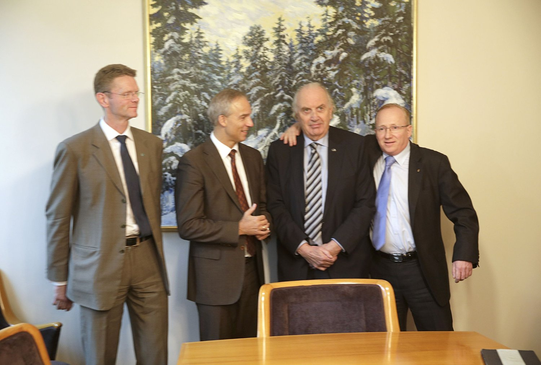 SKAL FORHANDLE: Terje Breivik (V), Hans Olav Syversen (KrF), Svein Flåtten (H) og Gjermund Hagesæter (Frp) har startet budsjettforhandlingene tirsdag.