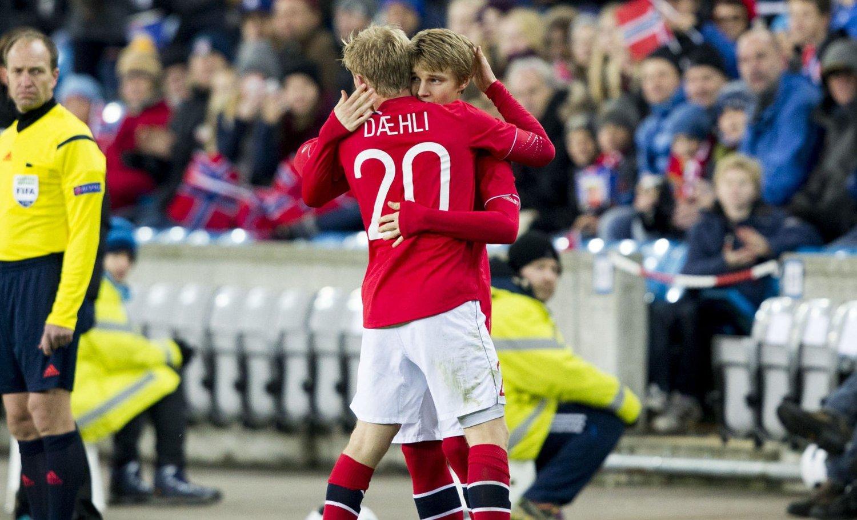 BYTTET: Mats Møller Dæhli gikk ut og Martin Ødegaard kom inn.