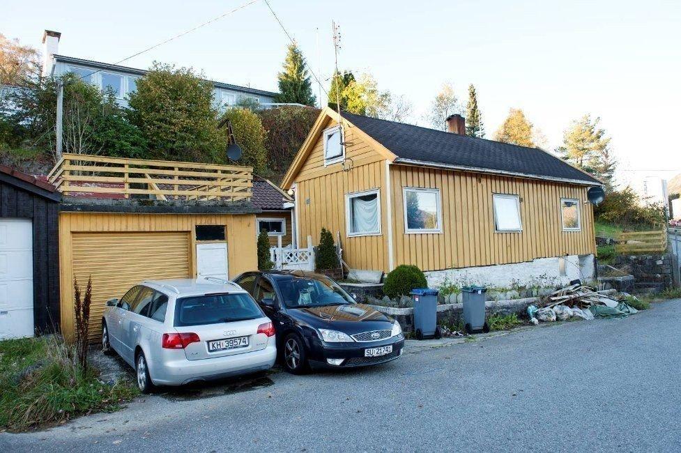 GAMMELT OG SLITT: Naboer i Hetlevikåsen skal ha informert meglerselskapet om at byggeåret ikke stemte, men de ble ikke hørt. Ekteparet som kjøpte huset i 2011 ante fred og ingen fare. Huset viste seg å være nesten 100 år eldre enn oppgitt.