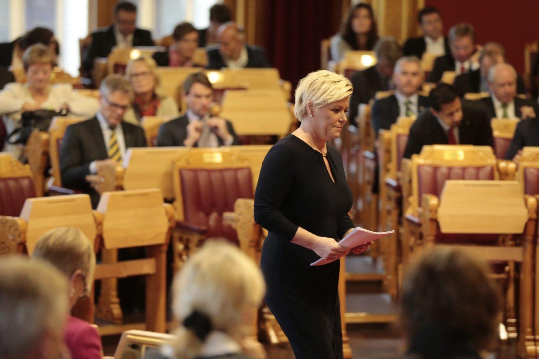 Her legger finansminister Siv Jensen frem statsbudsjettet på Stortinget, et budsjett som har satt sinnene i kok hos regjeringens samarbeidspartne Venstre og KrF.