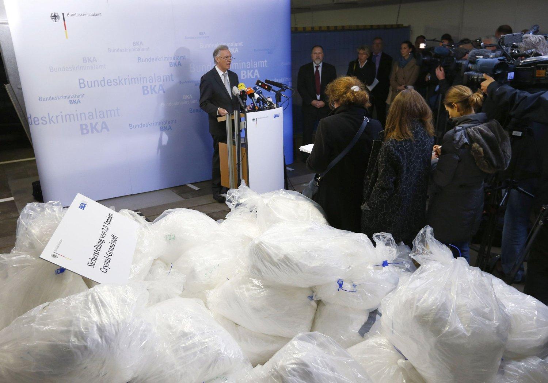 Sjefen for Tysklands føderale kriminalpoliti Joerg Ziercke holdte en pressekonferanse om rekordbeslaget i Wiesbaden torsdag.