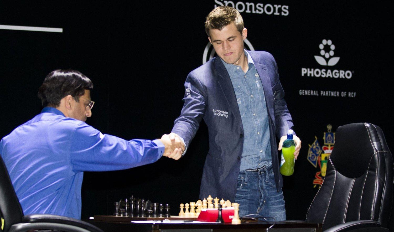 NY REMIS: Magnus Carlsen og Vishy Anand.
