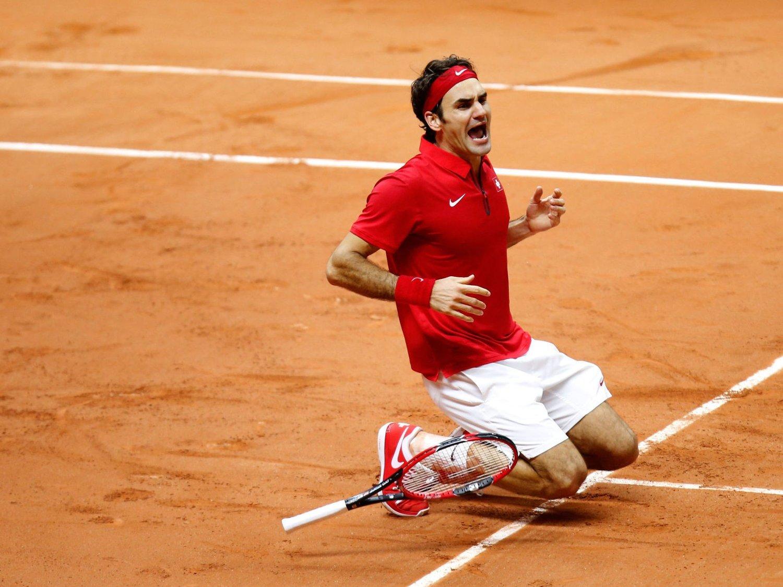 EUFORISK: Tennisfenomenet Roger Federer jubler etter å ha sørget for at Sveits vant Davis Cup for første gang.