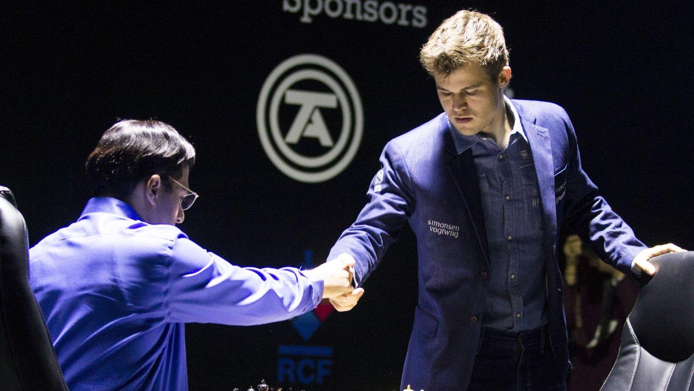 VANT: Magnus Carlsen vant det ellevte partiet og sikret med det VM-tittlen mot Viswanathan Anand.
