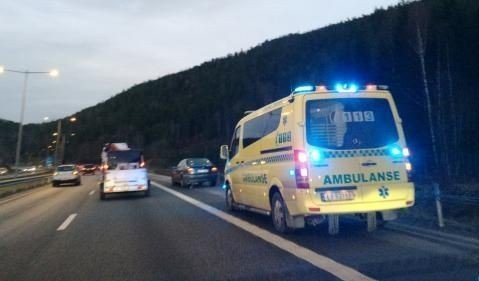 HANEKLEIVA: En bil snurret rundt sør for Hanekleivtunnelen ved 07.30-tiden. Ingen ble skadet i ulykken. (FOTO; INGVILL DRÆGNI)