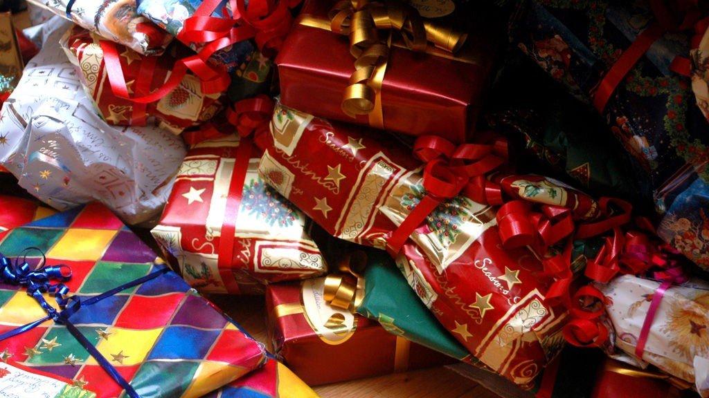 JULEGAVER: I år vil mange finne opplevelser i stedet for ting under juletreet.
