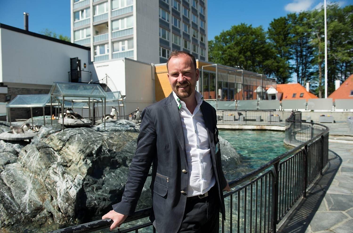 De ansatte på Akvariet har i høst gjort opprør mot direktør Kees Ekeli. Nå innrømmer direktøren at han ikke har vært flink nok.