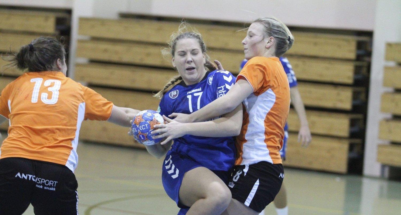 STOPPET: Eira Aune og Oppsals juniorjenter kom til kort mot Stabæk, og tapte 28-22 i Stovnerhallen.FOTO: ARILD JACOBSEN