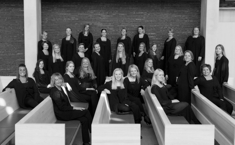 LOKALKOR: Oslo Vocalis er for mange et lokalt kor med sterk tilknytning til Bøler kirke. Nå har de brukt kirken til å spille inn albumet Prelude.FOTO: EVA ROSE