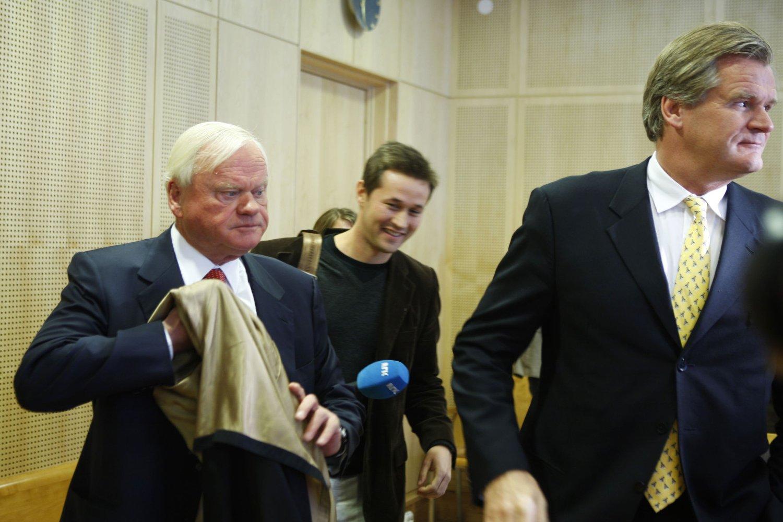 Aksjefond som investerer i utlandet stiger i tider der norsk økonomi rammes av oljeprisfall og kronesvekkelse. Brønnboreselskapet Seadrill, hvor John Fredriksen (bilde) er storeier, har falt 65 prosent i verdi etter oljeprisfallet. Aksjefond som investerer på Oslo Børs faller også i verdi.