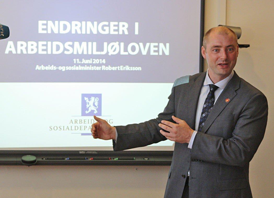 Arbeidsminister Robert Eriksson vil myke opp arbeidsmiljøloven.
