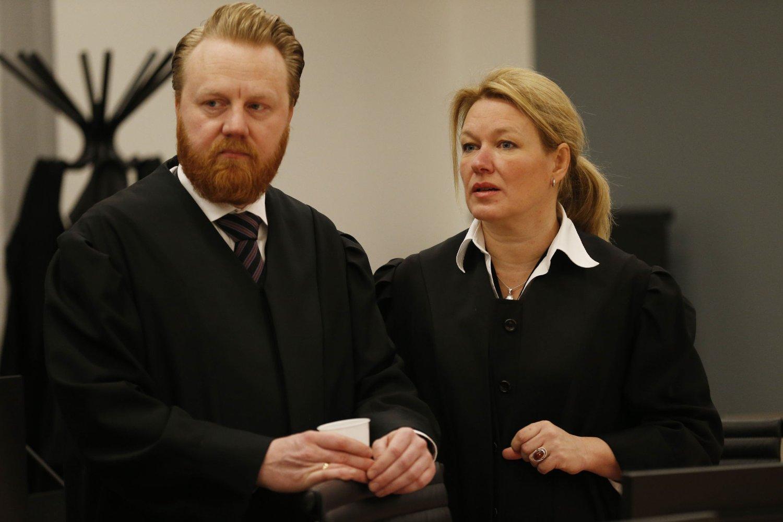 AKTORATET: Førstestadsadvokat Bård Thorsen og aktor Marianne Djupesland i Oslo tinghus mandag hvor rettsaken mot fire tidligere toppsjefer i Yara startet.