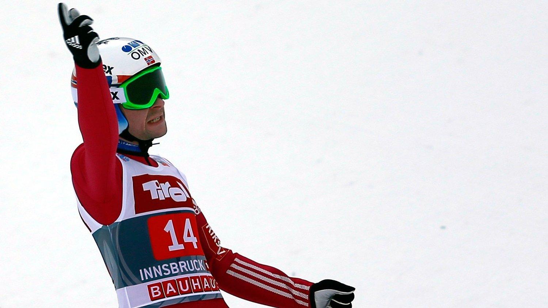 Anders Jacobsen hoppet lengst av alle og ble bare slått av østerrikerne Stefan Kraft og Michael Hayböck i kvalifiseringen til hoppukeavslutningen i Bischofshofen.