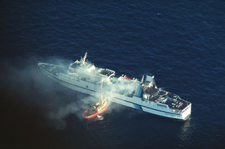 Passasjerferja «Scandinavian Star» tok til å brenne i Skagerrak mellom Oslo og Frederikshavn 7. april 1990. 159 mennesker omkom i brannen.