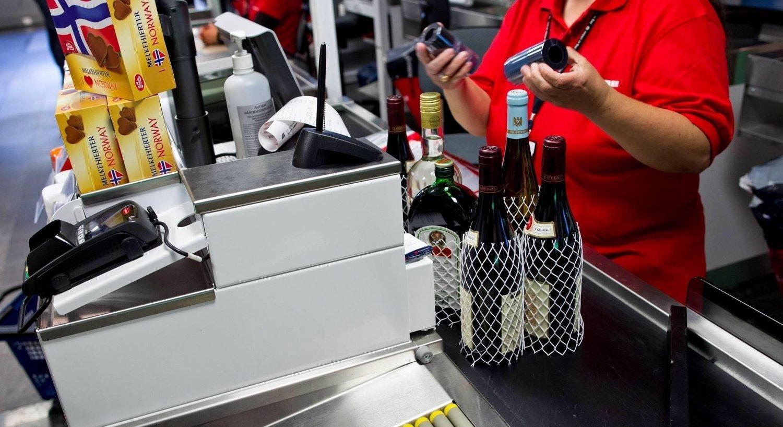 Taxfreesalget av alkohol representerer inntekter på hundre millioner årlig på Flesland - og en milliard for Avinor totalt.