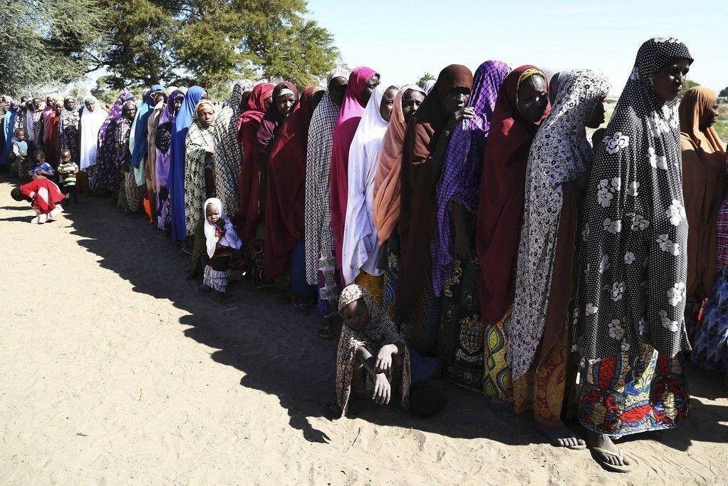 Islamistgruppen Boko Haram har drevet over 1 million mennesker på flukt de siste årene, blant dem disse kvinnene som har søkt tilflukt i Ngouboua i Tsjad.