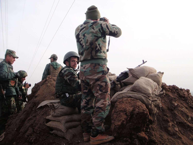 Kurdiske soldater kjemper for å ta tilbake territorier fra IS i områder ved Mosul i Irak. Bildet er tatt denne uken.