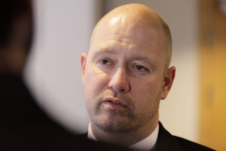 Justisminister Anders Anundsen (Frp) vil forby organisert tigging og medvirkning til organisert tigging. Nettavisen mener at det må følges opp med kraftfulle økonomiske tiltak for å hjelpe tiggerne ut av fattigdom.