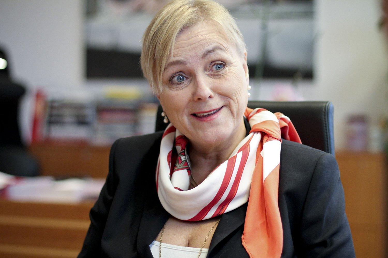 – Forlengelsen sikrer at vi i perioden mens vi jobber med stortingsmeldingen, har en TV-kanal som tilbyr et bredt allmennkringkastingsinnhold, sier kulturminister Thorhild Widvey (H).
