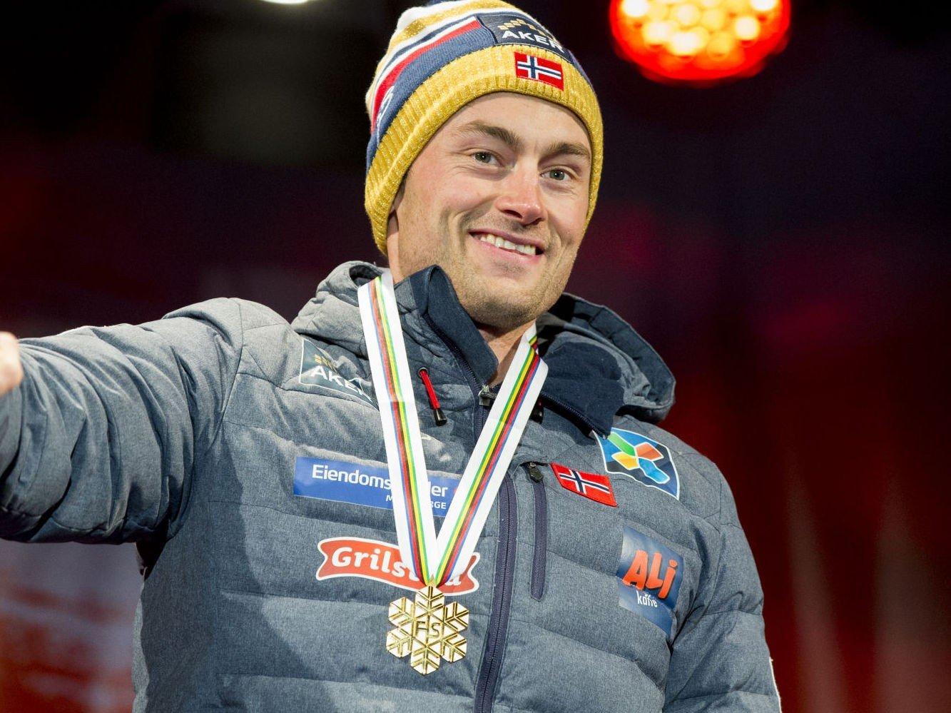 - Northugs markedsverdi har økt kraftig. Northug har overgått det optimale igjen. Han er ikke bare tilbake, men han kan være høyere oppe enn noensinne, sier Lasse Gimnes om Petter Northug, som her mottar gullet for sprintseiren sist torsdag i Falun.