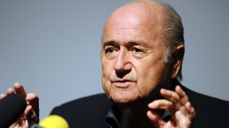 NEI: Sepp Blatter sier nei til å spille VM-finale på lille julaften.