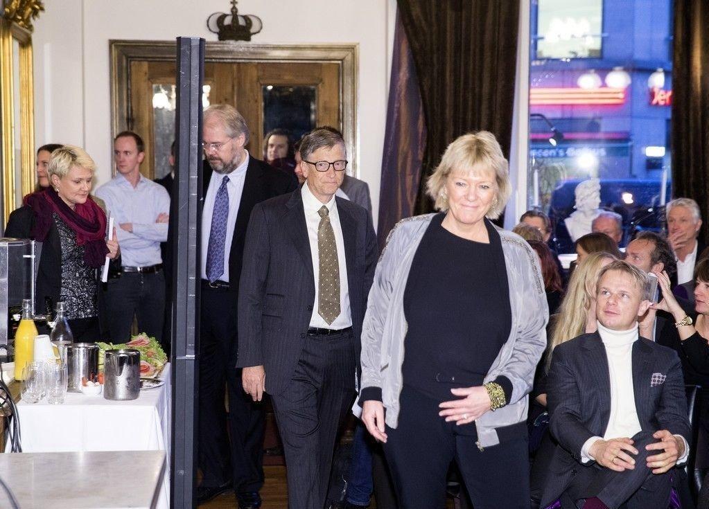 """Lederen av tankesmia Civita, Kristin Clemet, mener regjeringen umiddelbart må få slutt på all krangling for åpen scene. Her fra frokostmøtet """"Commercial Investments as a tool for Development"""" i regi av tankesmien Civita - med Bill Gates i Oslo november 2013."""