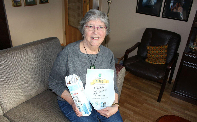 Helga Røisland er veldig miljøbevisst og har brettet melkekartonger i 18 år.