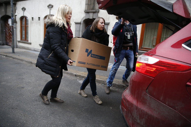 Oslopolitiet bar ut flere esker da de gjennomførte razzia i lokalene til Oslo Katolske Bispedømme sist torsdag.