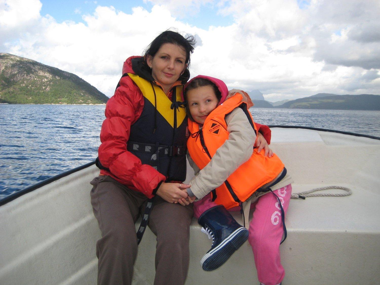 Arkivbilde av Monika Sviglinskaja og hennes mor Kristina.