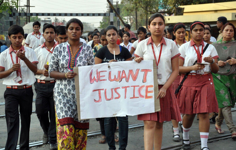 Elever ved Convent of Jesus and Mary School participate deltar i en protest etter at en eldre nonne ved skolen ble gjengvoldtatt av innbruddstyver.