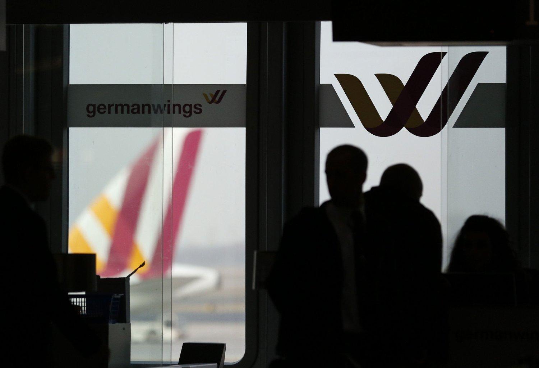 Franske myndigheter tror at flyet til Germanwings ble sendt i bakken av andrepiloten.