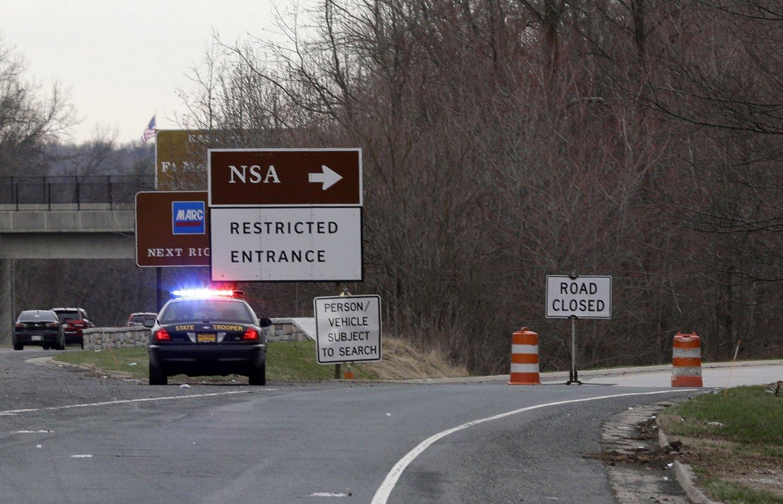 FORT MEADE: To menn utkledd som kvinner skal ha forsøkt å kjøre gjennom kontrollposten utenfor NSA-hovedkvarteret ved Fort Meade i Maryland mandag.