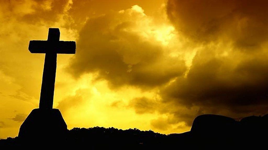 IKKE SÅ FAST I TROEN: Det er flere kvinner enn menn som sier de tror i undersøkelsen, som viser at færre tror på Gud.