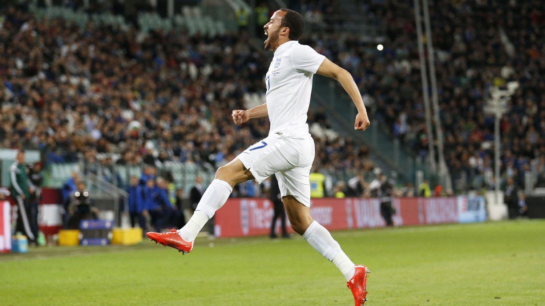 UTLIGNET: Andros Townsend feirer scoringen mot Italia.
