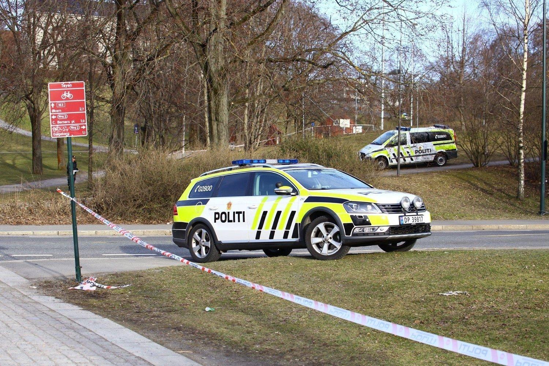 Deler av Tøyenparken i Oslo ble sperret av mandag ettermiddag etter funn av noe som ble karakterisert som en «mistenkelig gjenstand».