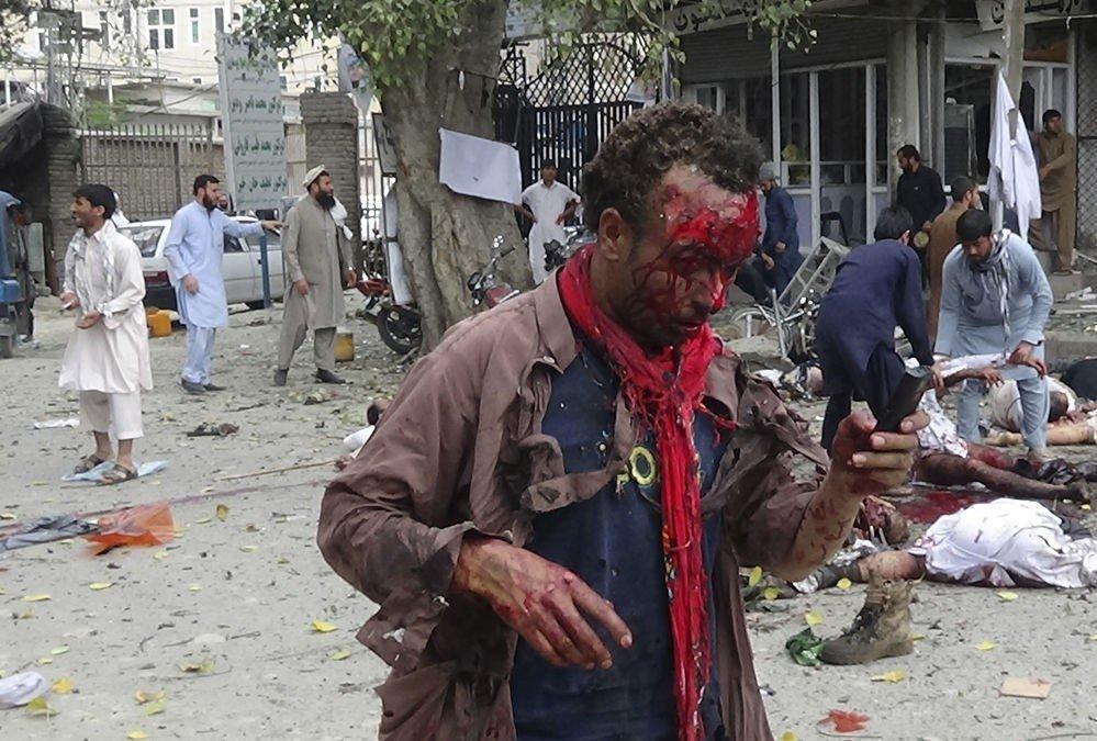 ALVORLIG: Mange drepte og sårede etter en selvmordsbomber sprengte seg selv i luften i sentrum av Jalalabad.